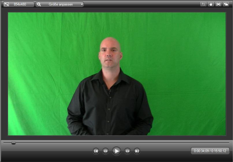 So sieht eine Aufnahme vor einem Greenscreen aus